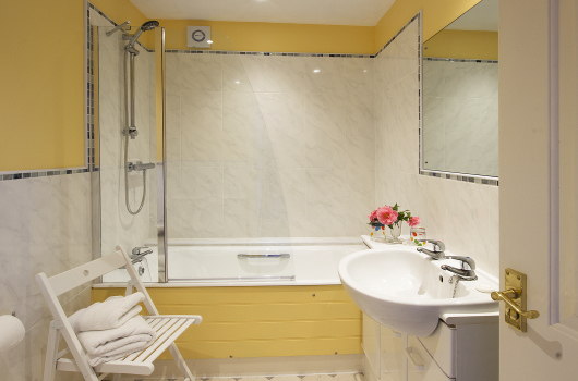 Bathroom, Oystershell Cottage, Outchester & Ross Farm Cottages, Northumberland